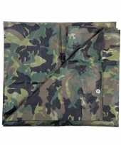 Groen camouflage afdekzeil bij m